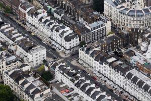 ロンドン高級不動産の取引20%以上減少、増税、バブル視野か