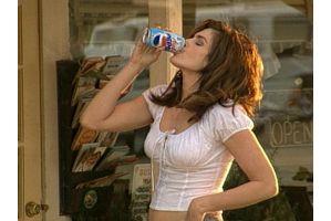 年収と炭酸飲料水の嗜好はもう関係なくなった?