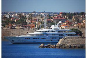 金は逃がした、後は身を逃がすだけ、ギリシャ富裕層のパスポート申請急増