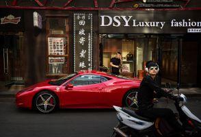世界の高級ブランド品の半分を中国人が購入
