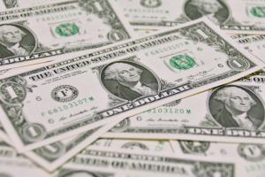 富裕層が米ドルで運用する理由