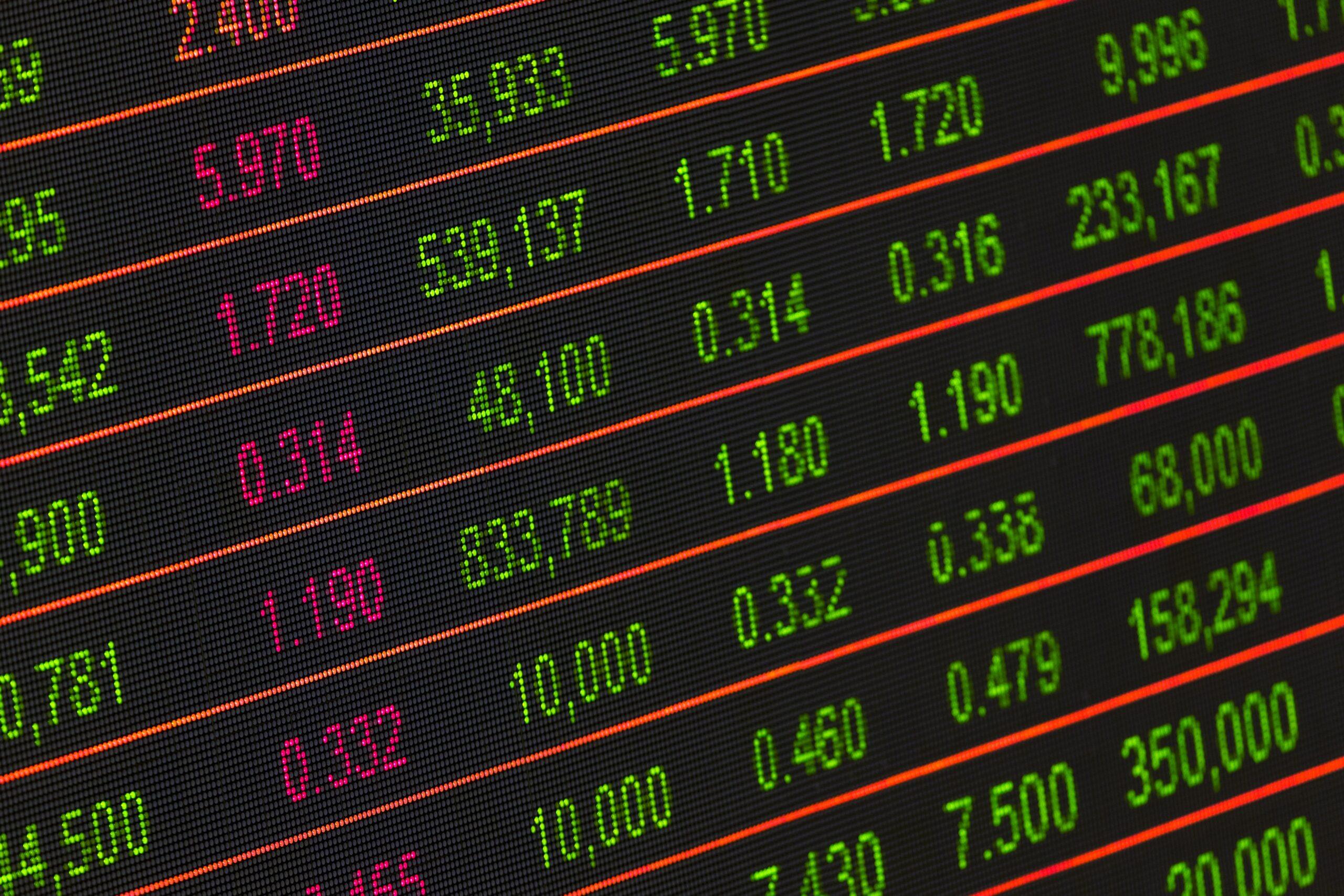ヘッジファンドと投資信託の違い比較表!意味や資産運用の特徴はどう違う?